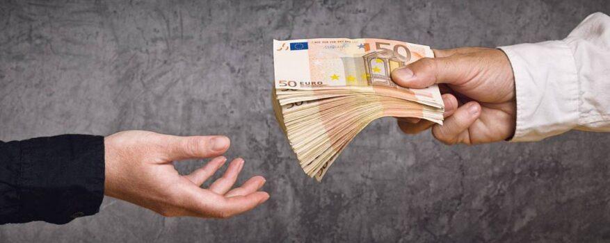Кредитование на Кипре: сотрудники NPL сами имели просроченные кредиты